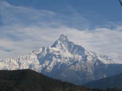 Mardi Himal - слева от центра